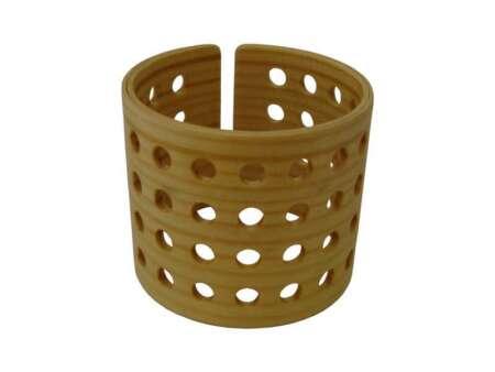 Brățară lată din lemn cu găuri