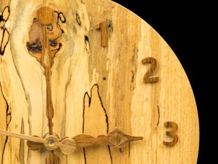 Ceas din lemn unicat