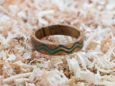 Inel din lemn Malachit Waves 2